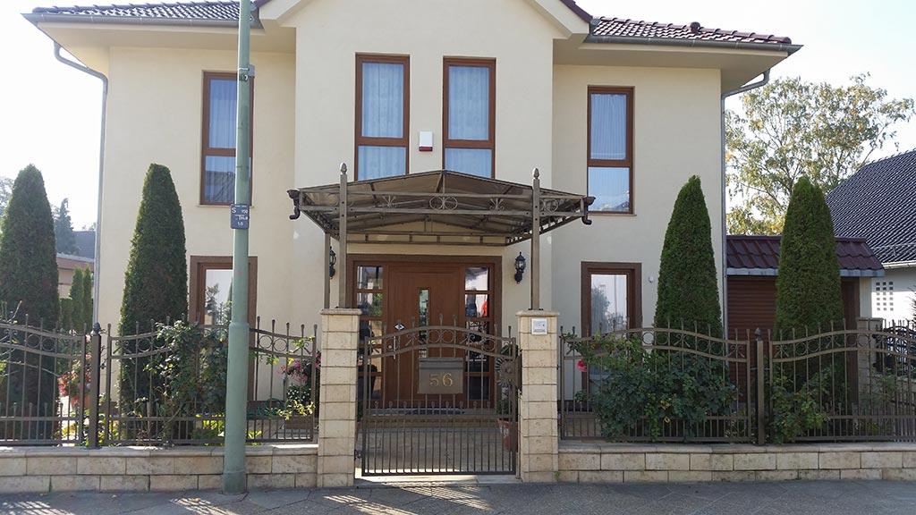 Überdachungen aus Metall – für Balkons, Terrassen und Eingang